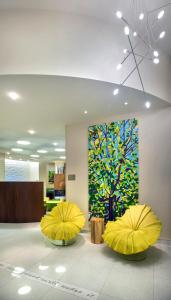 The lobby or reception area at SpringHill Suites by Marriott New York Midtown Manhattan/Fifth Avenue