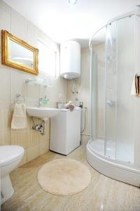A bathroom at Apartment Primera