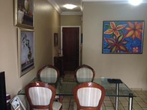 A restaurant or other place to eat at Apartamento Pantanal