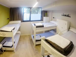 Un ou plusieurs lits superposés dans un hébergement de l'établissement Room018BCN