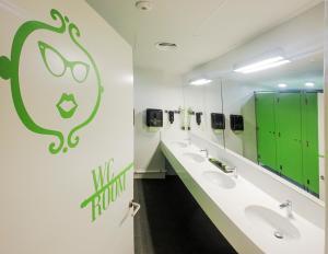 Salle de bains dans l'établissement Room018BCN