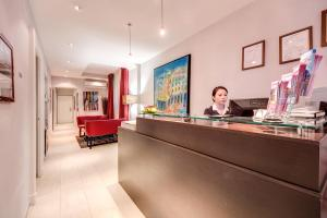 The lobby or reception area at Target Inn Rooms