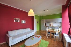 Ein Sitzbereich in der Unterkunft Les Appartements Vî Mâm'dî