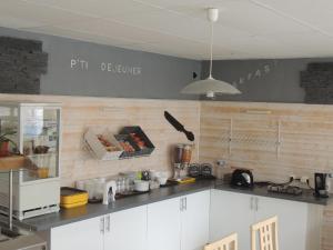 A kitchen or kitchenette at Auberge des Charmilles