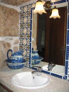 A bathroom at Casa da Bivó Mafalda