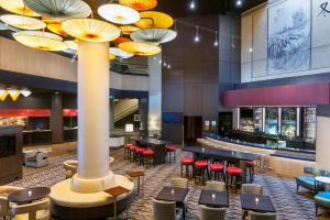 The lounge or bar area at Doubletree by Hilton Los Angeles Downtown