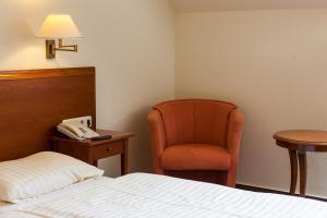 Ein Bett oder Betten in einem Zimmer der Unterkunft Hotel Schlossgarten