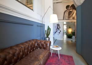 The lobby or reception area at Chic & Basic Born Boutique Hotel