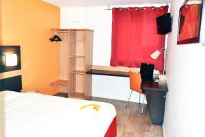 A bed or beds in a room at Première Classe Paris Est Bobigny Drancy