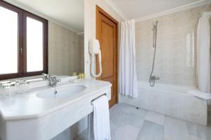 A bathroom at Eurostars Maimonides