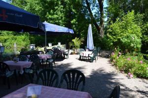 Ein Restaurant oder anderes Speiselokal in der Unterkunft Hamborner Mühle