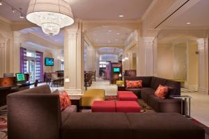 The lobby or reception area at Courtyard by Marriott New Orleans French Quarter/Iberville