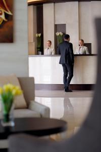 The lobby or reception area at Mövenpick Hotel Jumeirah Lakes Towers Dubai