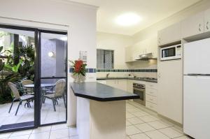 A kitchen or kitchenette at Bay Villas Resort