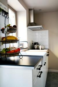 A kitchen or kitchenette at Bibi Tongeren