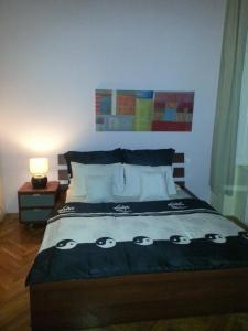 A bed or beds in a room at Ho-Bi Room and Apartment
