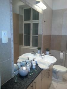 A bathroom at Ho-Bi Room and Apartment