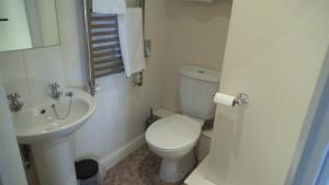 A bathroom at Corncroft Guest House