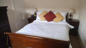 A bed or beds in a room at Corncroft Guest House
