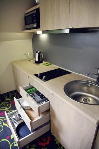 Cucina o angolo cottura di City Hotels Rūdninkai