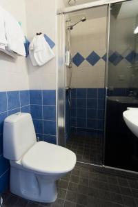 Ett badrum på Hotelli Pesti