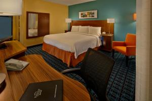A bed or beds in a room at Fairfield Inn & Suites Boca Raton