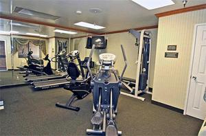 The fitness centre and/or fitness facilities at Motel 6-Ontario, CA - Convention Center - Airport