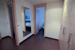 A bathroom at Hotel Zenit Jardines de Uleta Suites