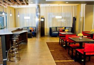 A restaurant or other place to eat at Courtyard by Marriott Philadelphia Springfield