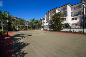 Tennis and/or squash facilities at Blue Water Bay Villas or nearby