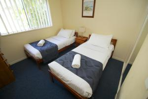 A bed or beds in a room at Blue Water Bay Villas