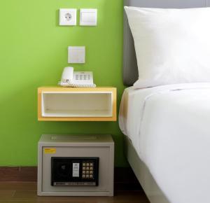 Tempat tidur dalam kamar di Amaris Hotel Palembang