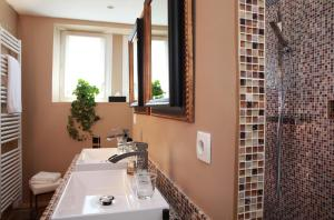 A bathroom at Auberge A La Bonne Idée