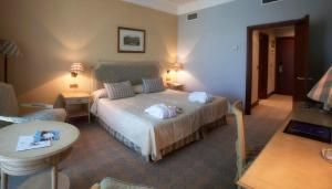 A bed or beds in a room at Castilla Termal Balneario Solares