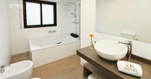 A bathroom at Hotel y Aparthotel Dos Rios