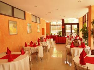 A restaurant or other place to eat at Hotel Anda