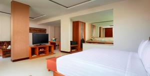 A bed or beds in a room at Sun Island Hotel & Spa Legian