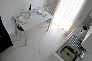 A kitchen or kitchenette at Mare D'Oro