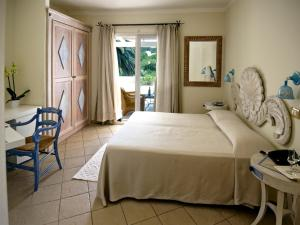 A bed or beds in a room at Dolce Vita Boutique Hotel