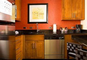 A kitchen or kitchenette at Residence Inn by Marriott Fairfax City
