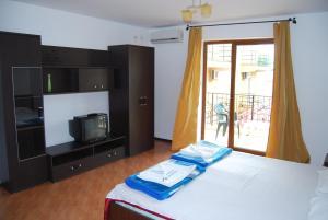 Un pat sau paturi într-o cameră la Vila Silvia