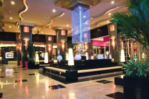 The lobby or reception area at Riu Plaza Panamá