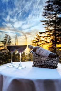 Drinks at Wildflower Hall, An Oberoi Resort, Shimla