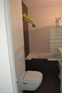 A bathroom at Studio 24 Oostende