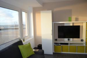 A television and/or entertainment center at Studio 24 Oostende