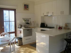 A kitchen or kitchenette at Brydon House Blairgowrie