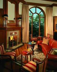 A seating area at Wildflower Hall, An Oberoi Resort, Shimla