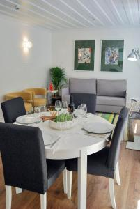A restaurant or other place to eat at Chiado Trindade Apartments | Lisbon Best Apartments