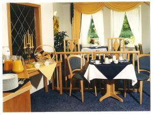 Ein Restaurant oder anderes Speiselokal in der Unterkunft Gästehaus Hankhausen