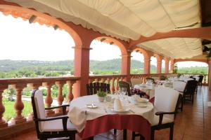 A restaurant or other place to eat at Monnaber Nou Finca Hotel & Spa
